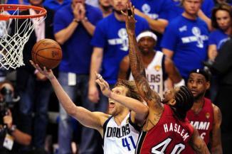 <!--:es-->Saca Dallas otro 'milagro' Nowitzki de nuevo fue el héroe para Dallas al lograr la canasta que les daría el triunfo en el cuarto juego de la serie Final<!--:-->