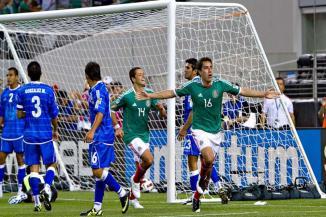 <!--:es-->Cumple Tri con triunfo y goleada …Javier Hernández hizo tres tantos ante El Salvador<!--:-->