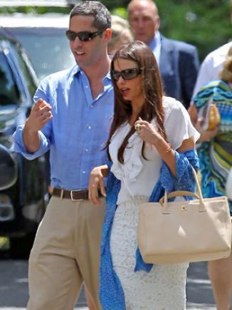 <!--:es-->Sofía Vergara en la graduación de su hijo Manolo …La actriz compartió esta fecha tan especial con su hijo, Manolo, acompañada de su novio Nick Loeb<!--:-->