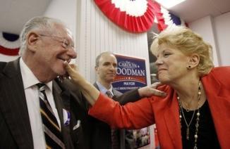 <!--:es-->Vegas mayor's wife gets to prolong Goodman's glory<!--:-->