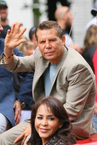 <!--:es-->Julio César Chávez se convirtió en un inmortal al entrar al Salón de la Fama<!--:-->