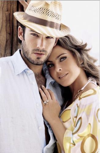 <!--:es-->Kate Del Castillo y Aarón Díaz presumen su amor en Twitter …Los actores compartieron con sus seguidores en la red social una fotografía que los muestra acarameladitos en su hogar<!--:-->