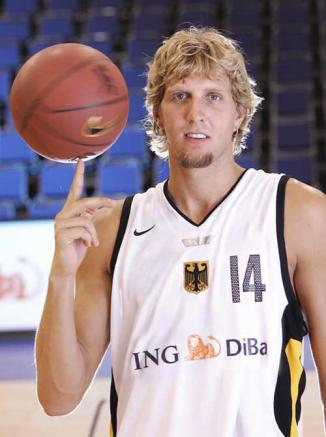 <!--:es-->Dirk Nowitzki considers playing for Germany<!--:-->