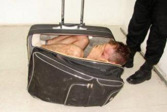 <!--:es-->Reo mexicano trató de escapar en una maleta después de una visita conyugal<!--:-->
