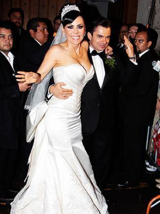 <!--:es-->Maribel Guardia se casó por la Iglesia …Después de casi año y medio de haberse casado por el civil, la conductora costarricense se casó por la religión católica con Marco Chacón<!--:-->