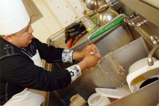 <!--:es-->Bajos salarios en Texas impulsan la creación de empleos …Pero muchos viven con salario mínimo<!--:-->