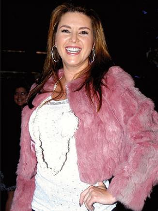 <!--:es-->Alicia Machado podría debutar en Hollywood …La exreina venezolana aseguró que tiene un par de ofertas de la meca del cine y que también la invitaron a Mira quién baila (Univisión)<!--:-->