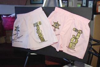 <!--:es-->¡Vamos, José! Arpaio lanza versión en español de ropa interior rosa …El alguacil Joe Arpaio ha creado una versión en idioma español de los calzoncillos que vende al público.<!--:-->