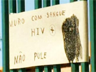 <!--:es-->Una médica rodea su casa de jeringas con virus VIH para espantar a ladrones<!--:-->
