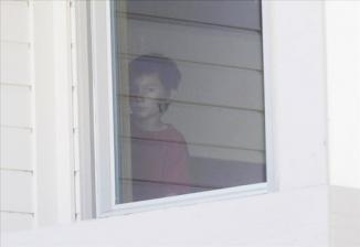 <!--:es-->Más de 5.000 niños resultan heridos al año al caer por las ventanas, según un estudio<!--:-->