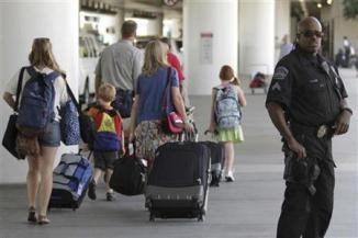 <!--:es-->Children may soon be spared airport patdowns: Napolitano<!--:-->