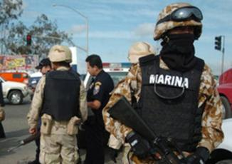 <!--:es-->Detienen a pareja de un líder de 'Los Zetas' en NL …Según la Marina, Marisol Lira es pareja sentimental del segundo en la estructura financiera de 'Los Zetas' en NL; fue detenida en posesión de armas, droga y mas de 4 mdp<!--:-->