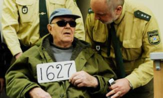 <!--:es-->Germany reopens probes of hundreds of suspected former Nazi death camp guards<!--:-->