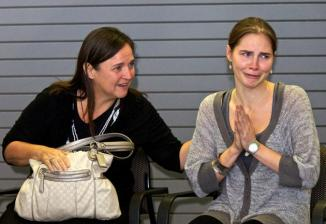 <!--:es-->Amanda Knox 'Overwhelmed' as She Returns Home to Seattle<!--:-->