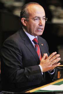 <!--:es-->Denunciarán a Felipe Calderón en La Haya por crímenes de lesa humanidad …A raiz de la guerra contra el narco<!--:-->
