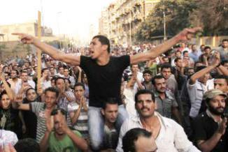 <!--:es-->Lluvia de críticas contra el gobierno y el ejército egipcio …Muerte de 25 manifestantes coptos tensa la transición política<!--:-->