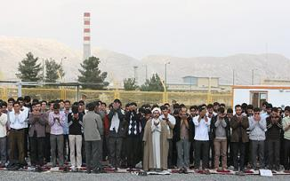 <!--:es-->Iran: Human chain against Israeli strike …Iranian students form 'defensive belt' around uranium conversion facility, say Tel Aviv will be destroyed in three days in case of attack<!--:-->