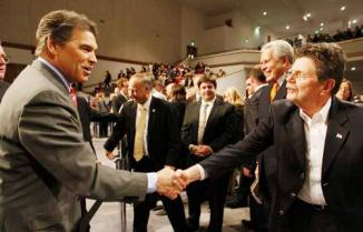 <!--:es-->Rick Perry signs Family Leader's marriage pledge<!--:-->