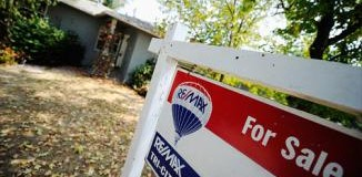 <!--:es-->Home prices fall to 8-year lows<!--:-->