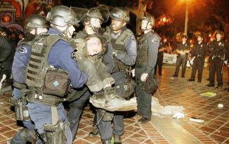<!--:es-->LAPD too violent, some Occupy L.A. protesters allege<!--:-->