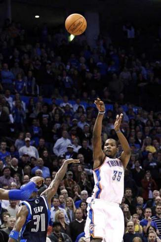 <!--:es-->Arrebata Durant triunfo a Mavericks …El alemán Dirk Nowitzki totalizó 29 puntos y 10 rebotes para encabezar a los Mavericks, los campeones vigentes de la NBA<!--:-->