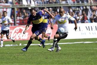<!--:es-->Rompe redes… y reglas Desde su debut en Chile, se hace notar con goles y mala conducta<!--:-->
