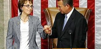 <!--:es-->House bids goodbye to Giffords<!--:-->
