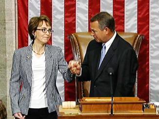 <!--:es-->House bids goodbye to Giffords<!--:-->