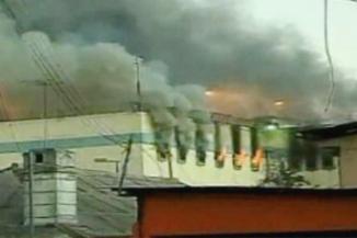 <!--:es-->357 Muertos en Incendio de Honduras! …'Voy a meter fuego y nos vamos a morir todos' Habría dicho un reo antes de comenzar el incendio en la cárcel de Comayagua, en Honduras, que ha dejado más de 350 víctimas, según fuentes oficiales.<!--:-->