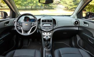 <!--:es-->2012 Chevy Sonic- Genial & Divertido …Pequeño ágil y eficiente para el chofer urbano<!--:-->