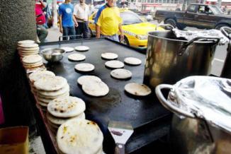 <!--:es-->. . . Pupusas compiten con tacos y pizzas Las pupusas salvadoreñas ganan terreno en EEUU<!--:-->