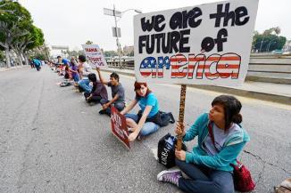 <!--:es-->Gobierno de EEUU promete ser justo y rápido con dreamers …El servicio de inmigración contratará personal extra para atender solicitudes de jóvenes indocumentados<!--:-->