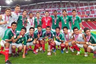 <!--:es-->Se corona Tri Sub 17 en Japón …Iván Fernando Ochoa, jugador del Pachuca, fue nombrado el jugador más valioso de la justa<!--:-->