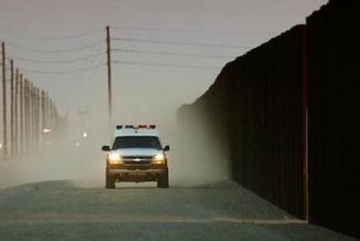 <!--:es-->Republicanos respaldan muro y línea dura contra indocumentados …El secretario de Estado de Kansas, Kris Kobach, propuso ampliar a nivel nacional el programa federal E-Verify<!--:-->