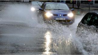 <!--:es-->5 errores que se cometen al manejar con lluvia Te decimos los más comunes.<!--:-->
