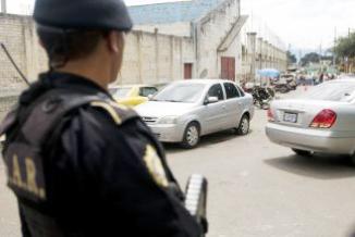 <!--:es-->Un hombre asesinó a dos niños en una escuela de Guatemala y fue linchado …'Los niños murieron degollados'<!--:-->