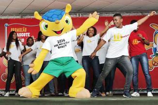 <!--:es-->Confirman mascota para Brasil 2014 …La FIFA dijo que Brasil tiene hasta noviembre para elegir uno de los tres nombres que se están barajando para la mascota: Amijubi, Fuleco y Zuzeco<!--:-->