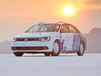 <!--:es-->Volkswagen Jetta Hybrid 2013 establece récord de velocidad ..Este sedán modificado impuso una marca de 298 km/h.<!--:-->