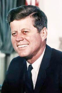 <!--:es-->Ex diplomático ecuatoriano señala similitudes entre Kennedy y Obama<!--:-->