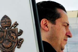 <!--:es-->Se acerca el final para ex mayordomo del Papa …Podría pasar cuatro años en la cárcel …'Soy inocente', dijo el ex mayordomo<!--:-->