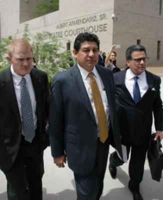 <!--:es-->Condenan a funcionario en Texas por expulsar estudiantes mexicanos …Former EPISD Superintendent Lorenzo Garcia admits fraud, faces 4 years in prison<!--:-->