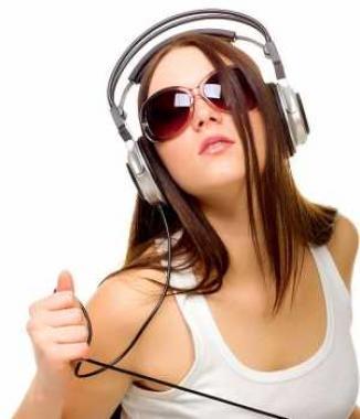 Uso excesivo de audífonos lleva a la sordera!