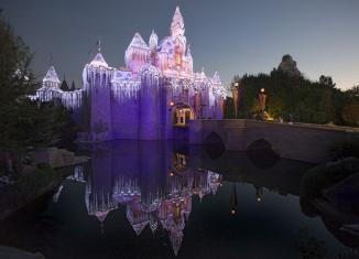 <!--:es-->La alegría Navideña reina en Disneyland y Disney California Adventure … El Lugar más Feliz del Mundo celebra las Fiestas a partir del 12 de noviembre  …Nueva decoración festiva en Cars Land y Buena Vista Street en Disney California Adventure; fuegos artificiales, un desfile Navideño y nevada en Disneyland<!--:-->