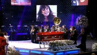 <!--:es-->Dan a Jenni último adiós musical! …En su Graduación Celestial celebran su vida y su música<!--:-->