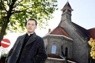 <!--:es-->Quiere cura balconear a desertores …Las fotos de las personas que pidieron ser eliminadas del registro de la parroquia serían expuestas en el pasillo de la iglesia<!--:-->
