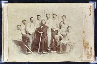 <!--:es-->Descubre tarjeta de beisbol histórica …En la tarjeta aparece el equipo amateur de los Atléticos de Brooklyn de 1865<!--:-->