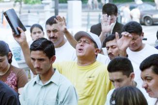 <!--:es-->Lanzan campaña de oración por la reforma migratoria …Religiosos aumentan la presión al presidente Obama y al Congreso para que aprueben una ley comprensiva<!--:-->
