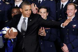 <!--:es-->Llama Obama a reducir violencia en NFL …Obama dijo estar más preocupado por los jugadores de la Liga Universitaria (NCAA) que por los profesionales de la NFL<!--:-->