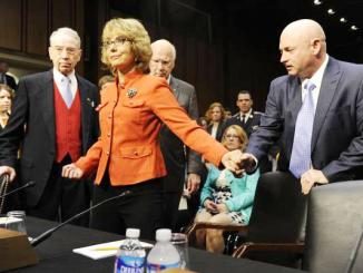 <!--:es-->Senate gun hearing opens with Giffords' call for action …The former congresswoman and gun-assault survivor, along with husband Mark Kelly, was scheduled to meet with President Obama later Wednesday.<!--:-->