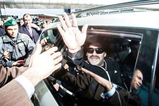 <!--:es-->Llega Maradona a encarar problema<!--:-->